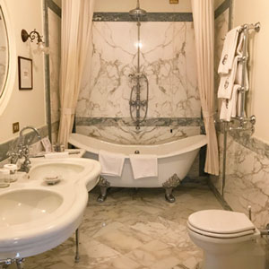 For this bathtub alone, it is worth booking the Caruso Suite!